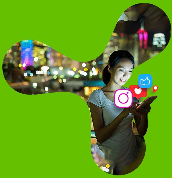 Simbolo Triunit mulher com o celular